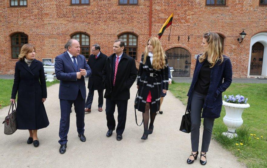 """""""Hollister Incorporated"""" atstovų susitikimas su Kauno rajono valdžia"""