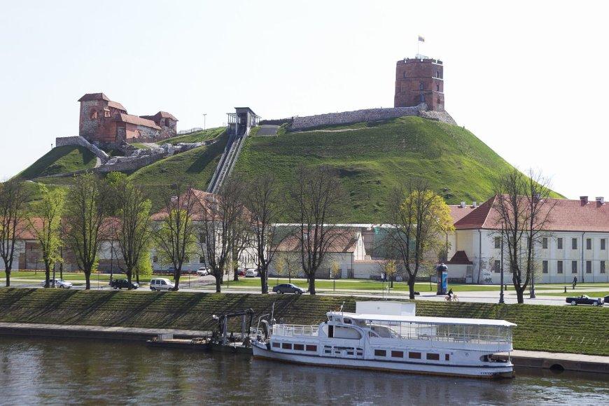 """Mobilioji prieplauka ir laivas """"Ryga"""" pradeda vasaros sezoną."""