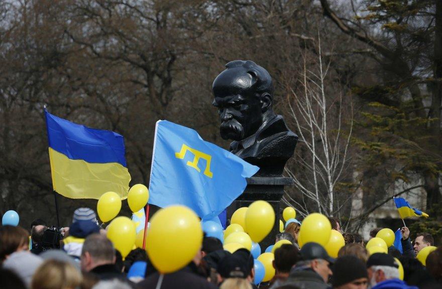 Ukrainiečiai prie paminklo Tarasui Ševčenkai