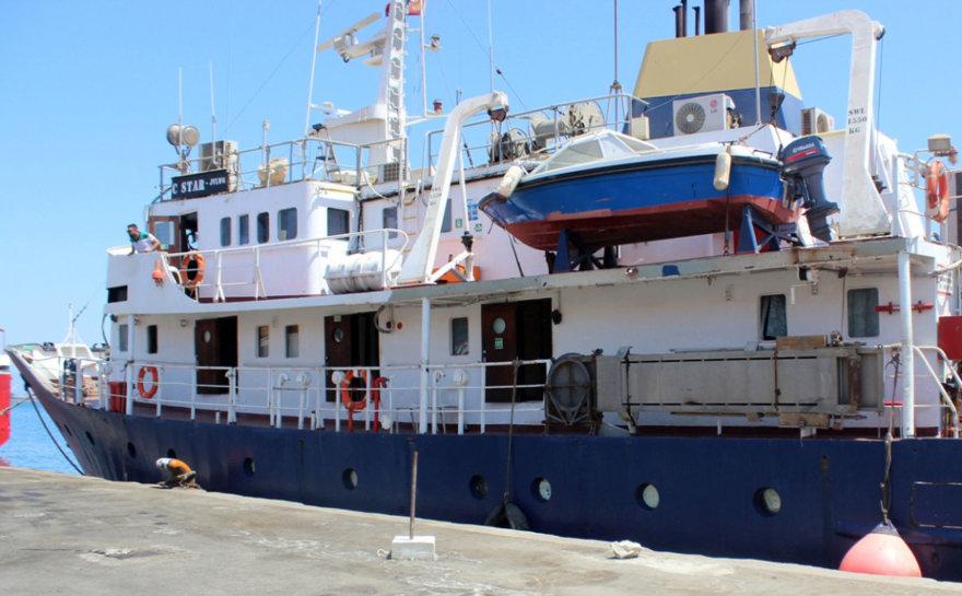 """Kraštutinių dešiniųjų organizacijos """"Defend Europe"""" laivas"""