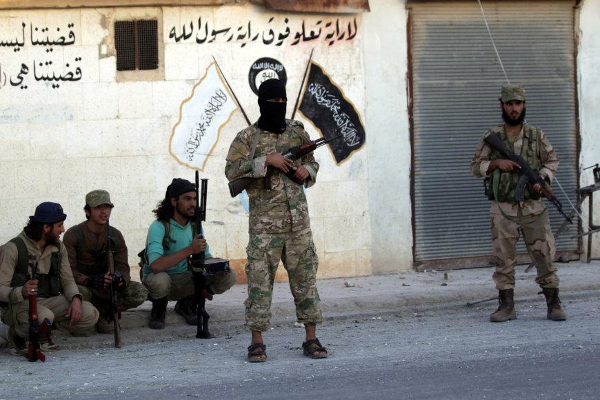 Sirų sukilėliai išvarė IS kovotojus iš Dabiko kaimelio