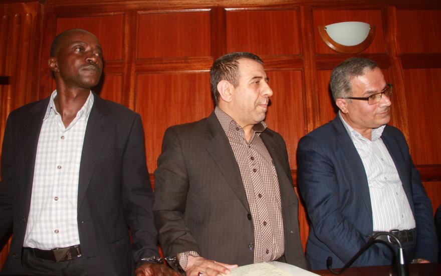 Sayedas Nasrollah Ebrahimi, Abdolhoseinas Gholi Safaee ir jų vairuotojas iš Kenijos (kairėje)