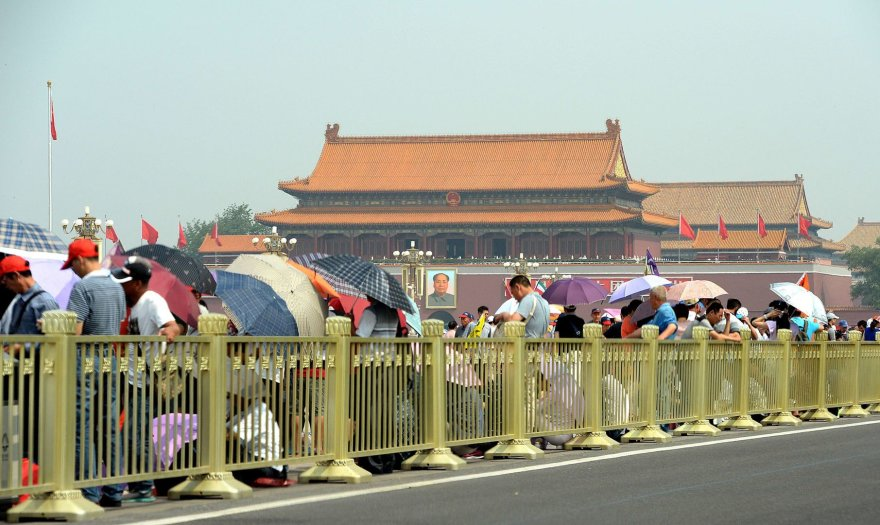 Turistai Tiananmeno aikštėje