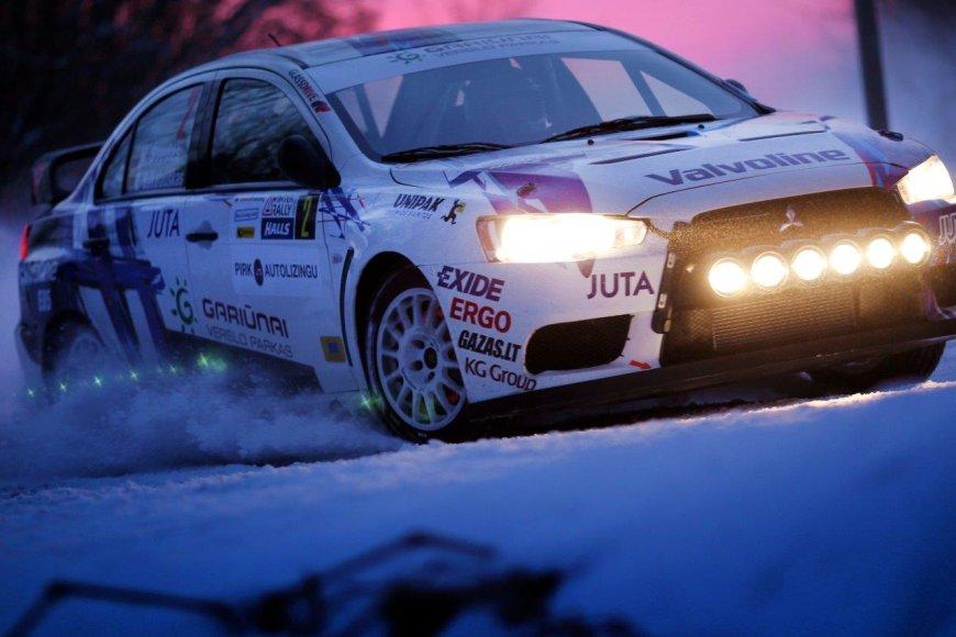 """Vytautas Švedas ir Žilvinas Sakalauskas dalyvauja """"Halls Winter Rally"""""""