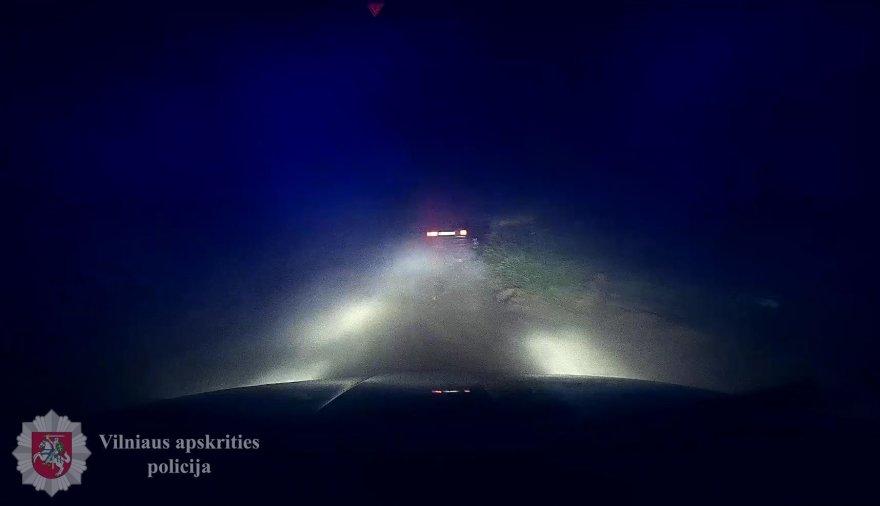 """""""Audi 80"""" bandė sprukti nuo policijos"""