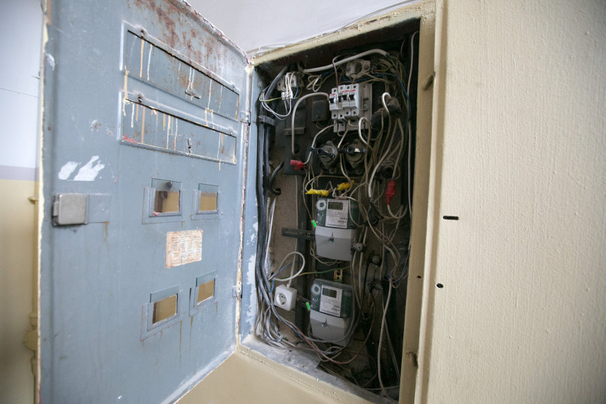 Elektros skydinė daugiabučio laiptinėje