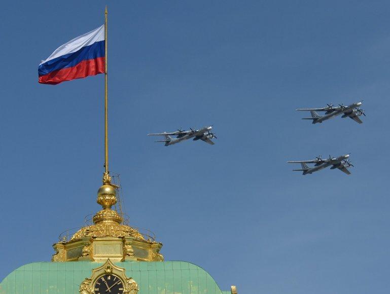 """""""Tupolev Tu-95 Bear"""" strateginiai bombonešiai"""