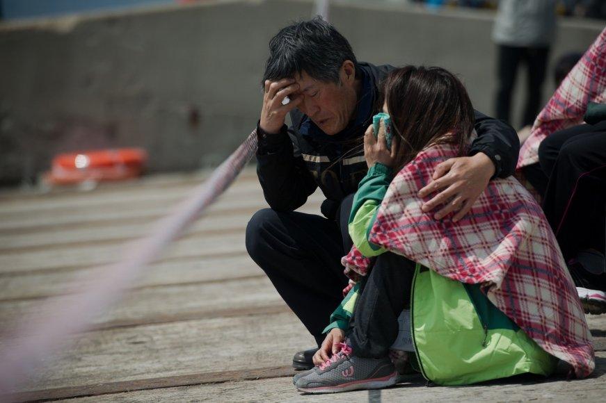 Pietų Korėjoje nuskendusio kelto keleivio artimųjų emocijos.