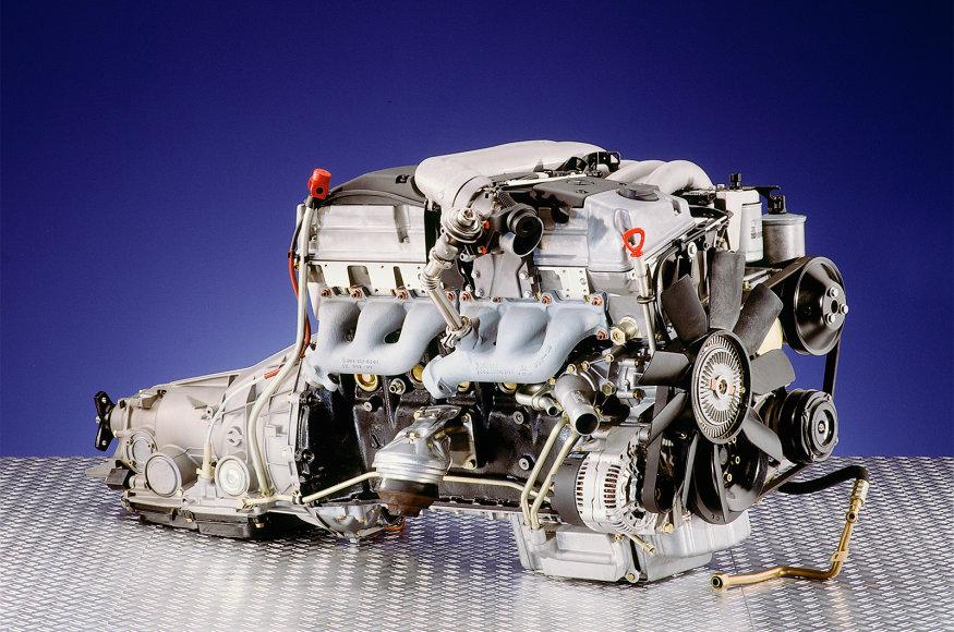 "6 cilindrų ""Mercedes-Benz"" variklis"