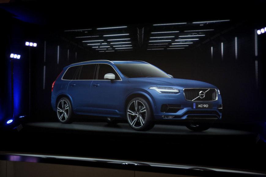 """""""Volvo"""" stendas Paryžiaus automobilių parodoje"""