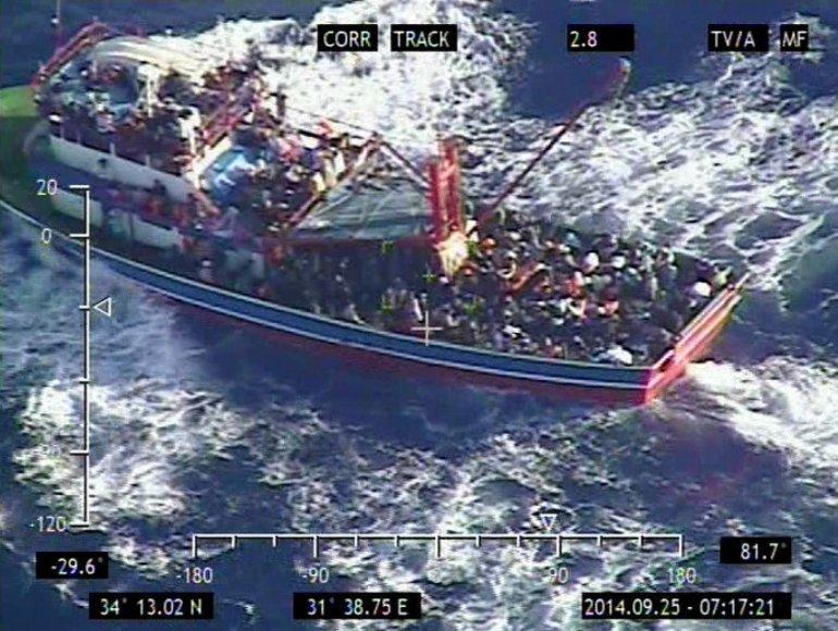 Kipro kariuomenės sraigtasparnio darytoje nuotraukoje matomi pabėgėliai