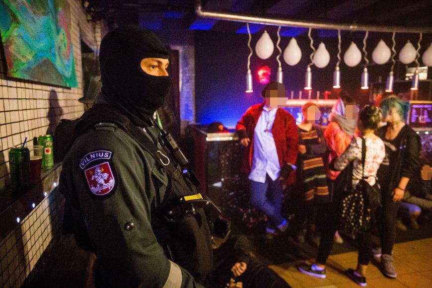 """Policijos reidas Vilniaus naktiniame klube """"Cechas 48"""""""