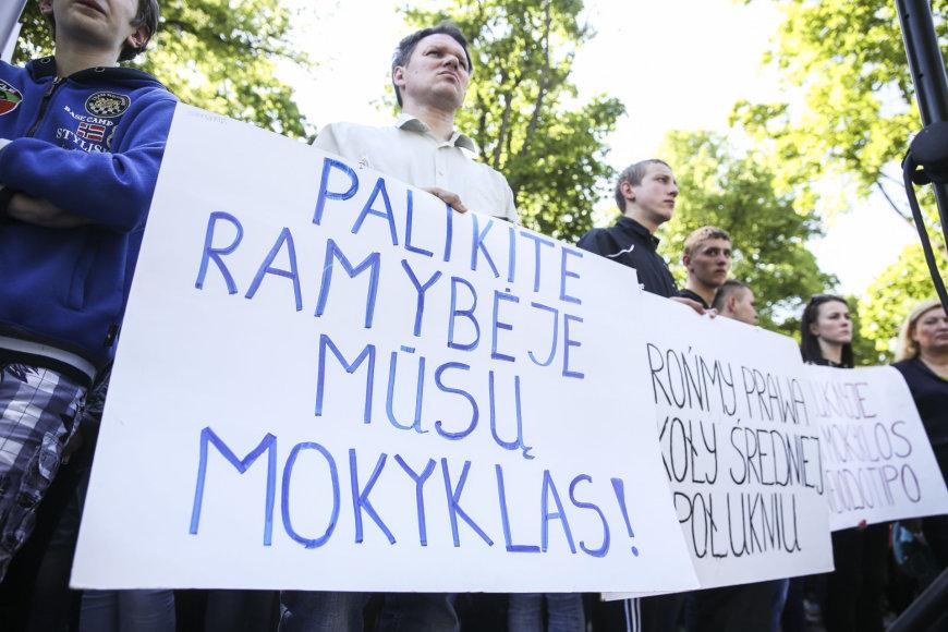 Mitingas dėl lenkų ir rusų mokyklų