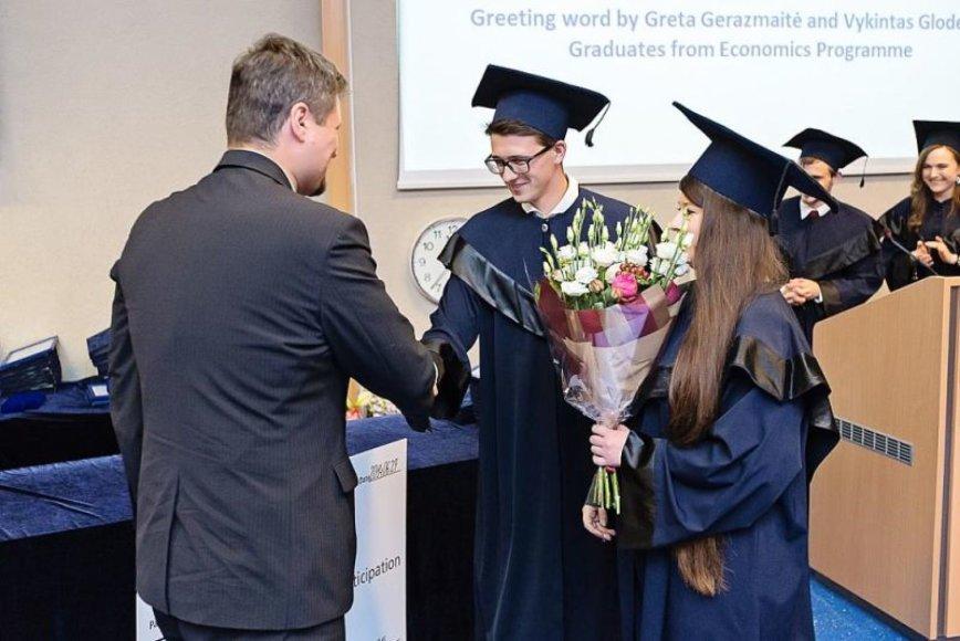 Simonas ISM diplomų teikimo šventėje