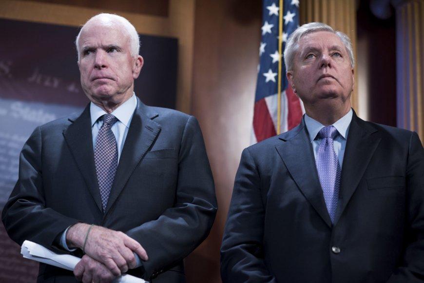 Johnas McCainas ir Lindsay Grahamas
