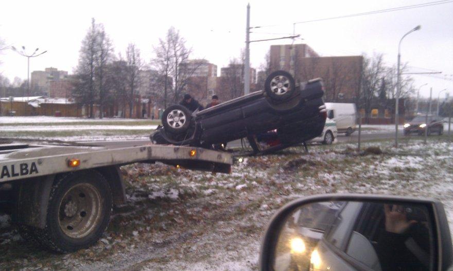 Trečiadienio rytą dėl slidaus kelio – autoavarijų virtinė Vilniuje 2014 m. lapkričio 26 d.