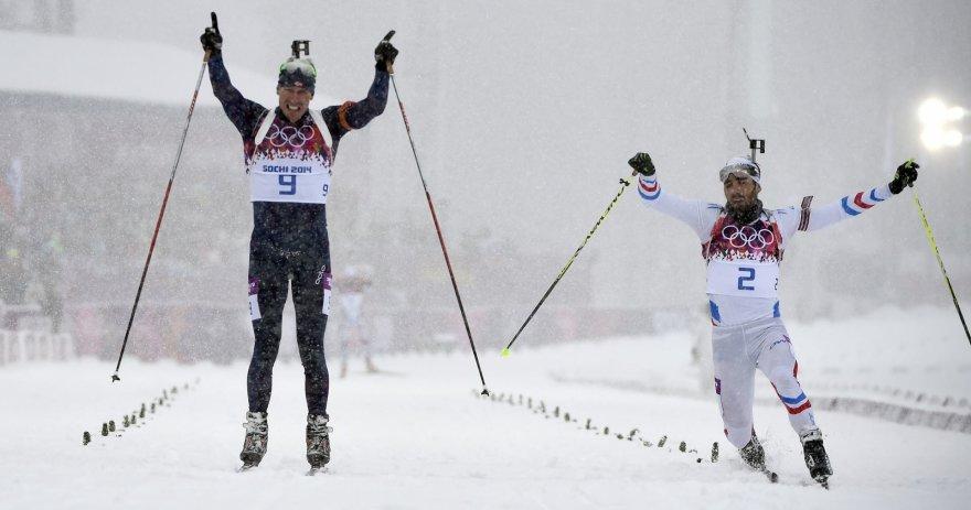 Emilis Hegle Svendsenas ir Martinas Fourcade'as finišuoja