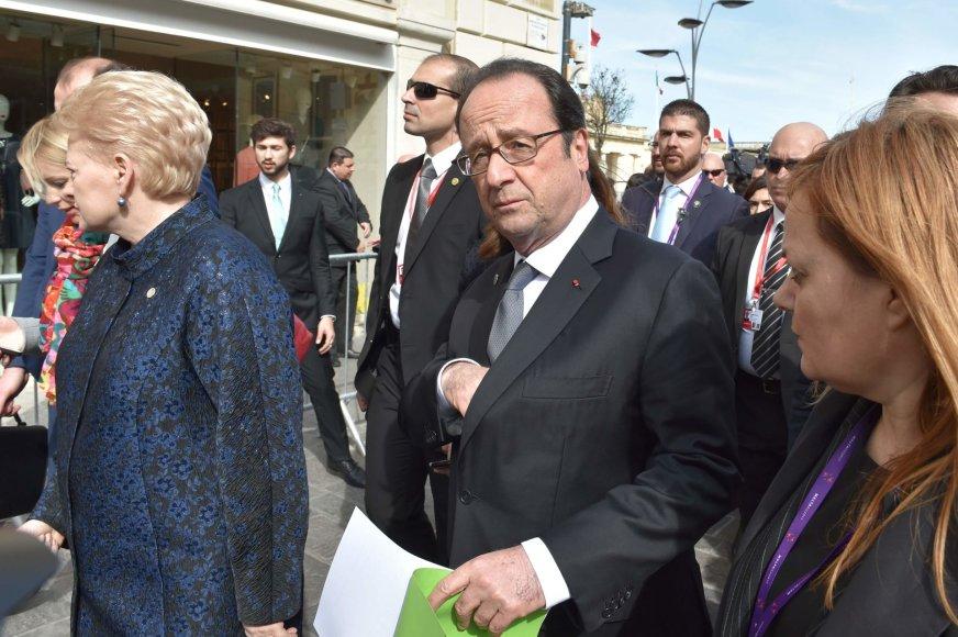 Francois Hollande'as Maltoje per ES viršūnių susitikimą.