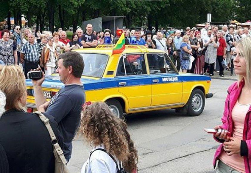 Milicijos automobilis Radviliškio miesto šventėje