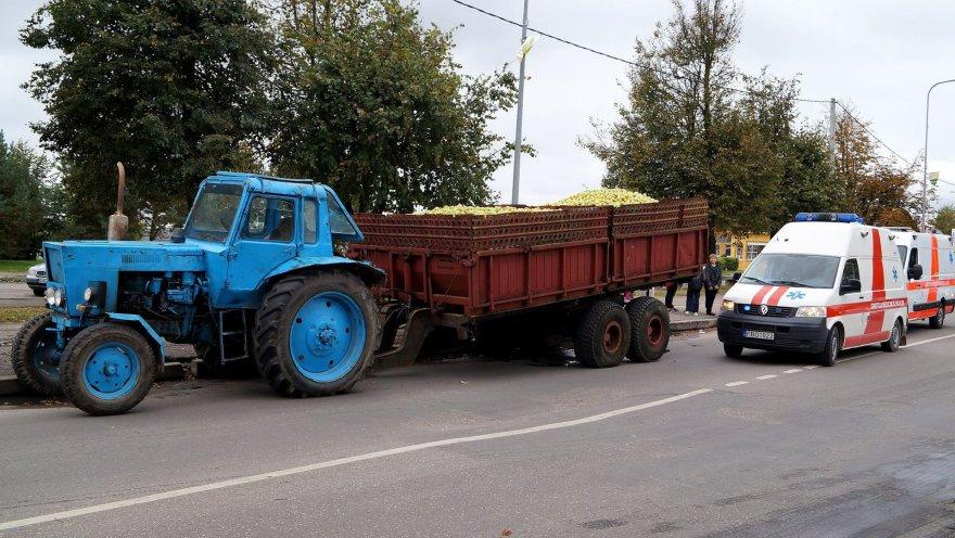 Raseiniuose traktorius partrenkė vyrą.