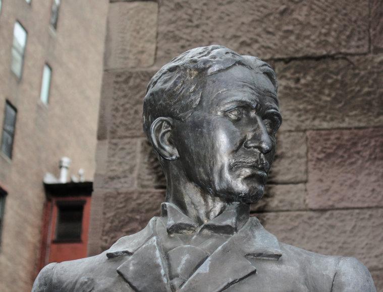 Nikolos Teslos skulptūra