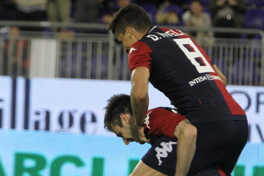 """Cagliari"" futbolininkai po įvarčio"