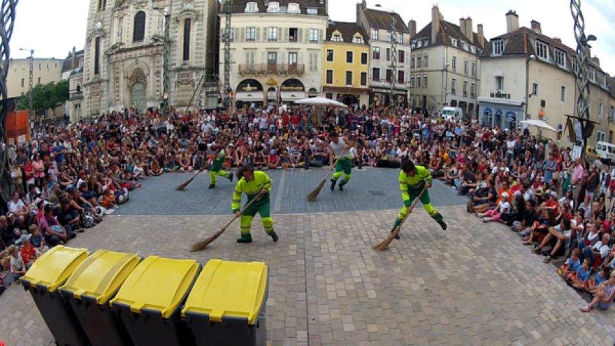 "Prancūzų trupės ""Company Francasse de 12"" gatvės t eatro spektaklis ""HOP!"""