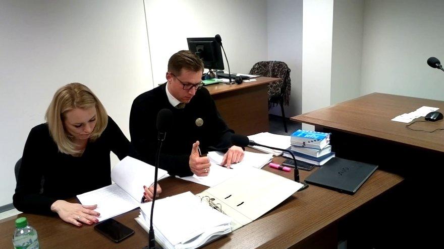 Viktorija Maslauskienė su advokatu Evaldu Skurvydu