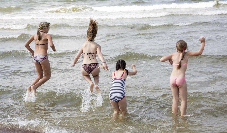 Vaikai prie jūros