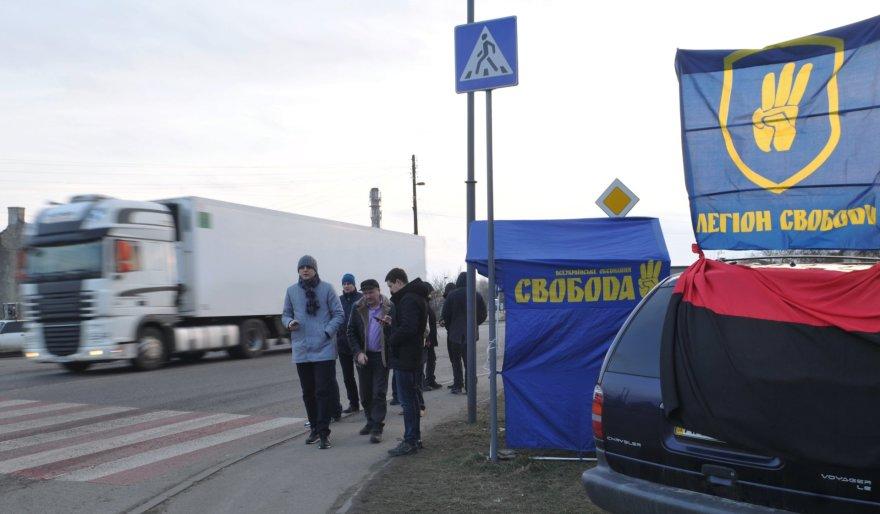 """""""Svoboda"""" kai kuriuose šalies keliuose atnaujino krovinių automobilių su rusiškais valstybiniais numeriais blokavimą"""