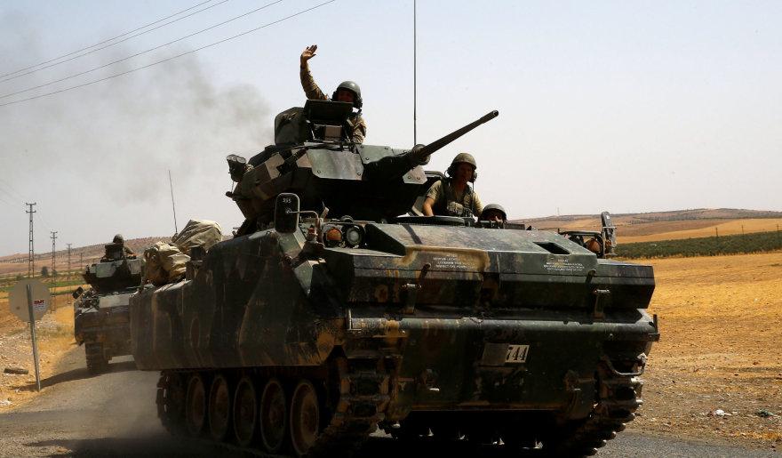 Turkijos karių tankai Gaziantepo provincijoje prie sienos su Sirija