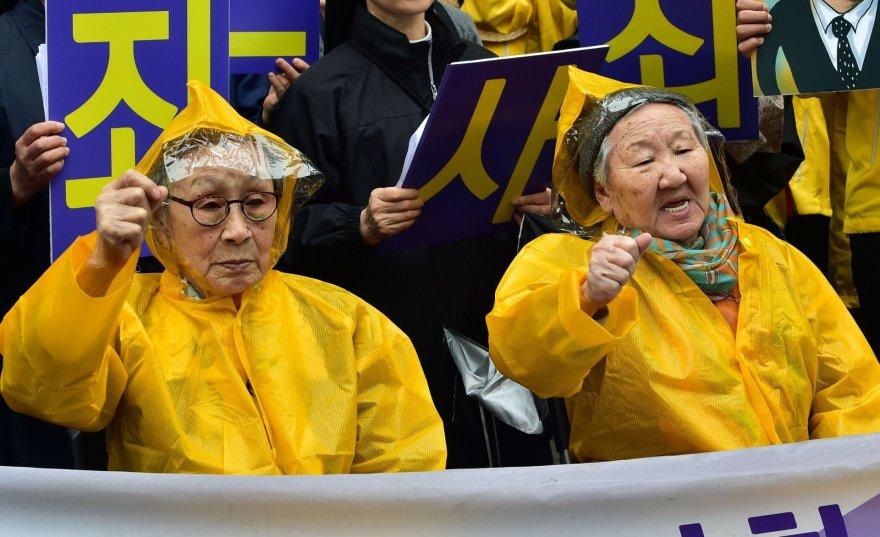 Pietų Korėjos moterys, kurios Antrojo pasaulinio karo metu buvo paverstos sekso vergėmis.