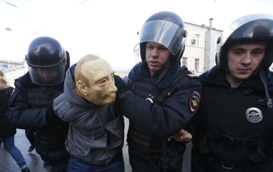 Romanas Roslovcevas su Vladimiro Putino kauke