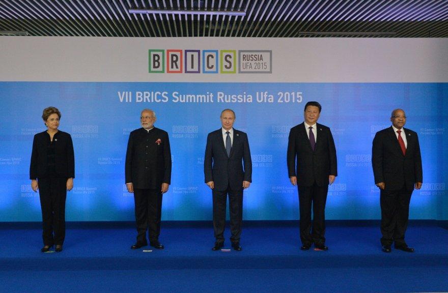 Brazilijos, Rusijos Indijos, Kinijos ir Pietų Afrikos Respublikos lyderiai BRICS susitikime