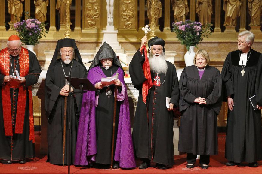 Patriarchas ir visų armėnų katolikosas Karekinas II, Vokietijos kardinolas Reinhardas Marxas ir kiti dvasininkai