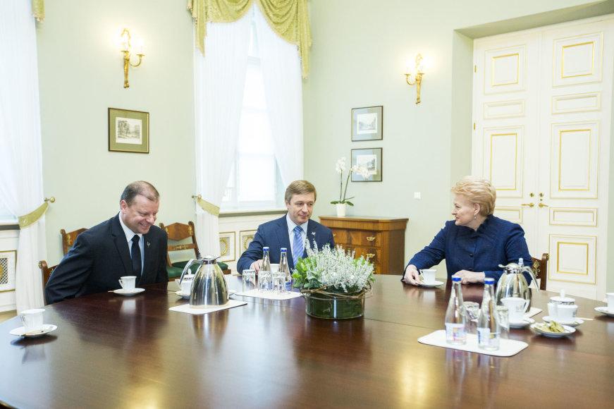 Saulius Skvernelis, Ramūnas Karbauskis ir Dalia Grybauskaitė