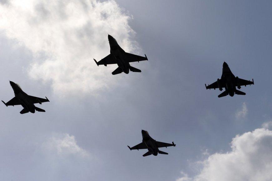 F-16 naikintuvai.