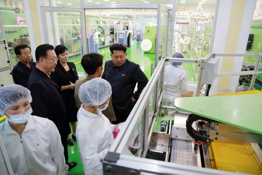Šiaurės Korėjos lyderis laboratorijoje