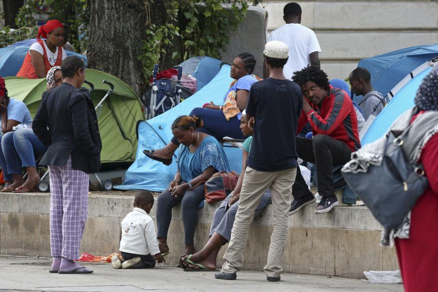 Migrantai Paryžiaus gatvėse