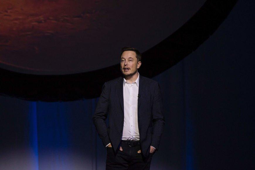 """AFP/""""Scanpix"""" nuotr./Elonas Muskas pristatė Marso kolonizavimo planus"""