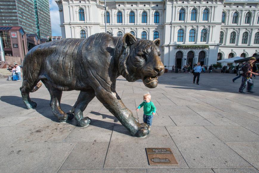 """Vietiniai Oslą vadina """"Tigro miestu"""". Čia yra ir brondzinė šio plėšrūno skulptūra"""