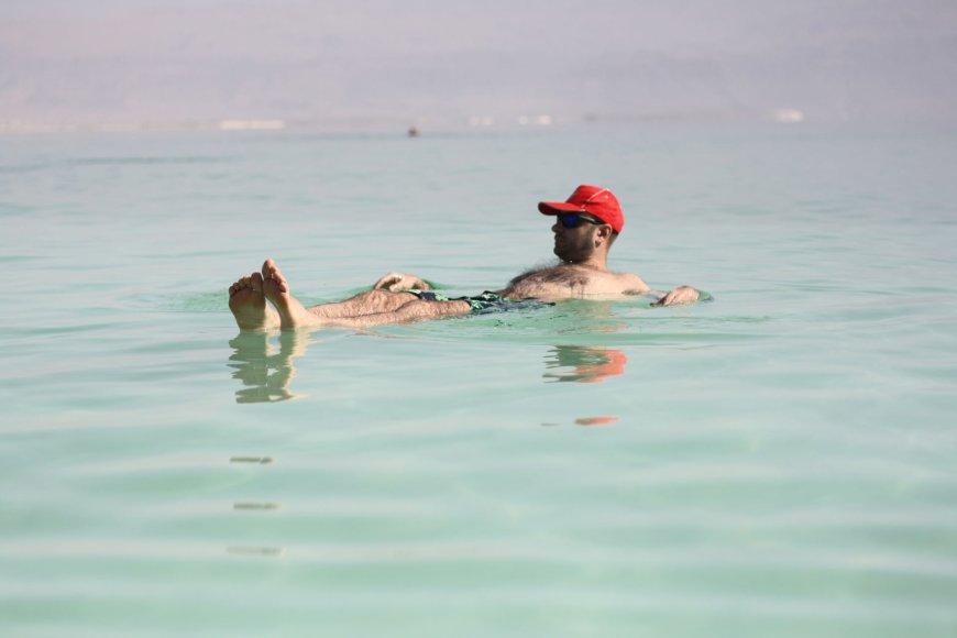 Jei visi taip fotografuojasi, tai ir aš – Negyvojoje jūroje
