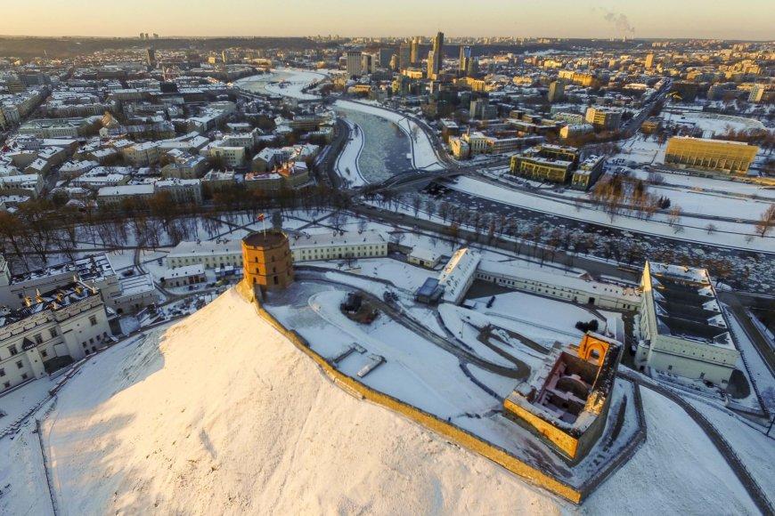 Apglėbtas šalčio Vilnius paskendo besileidžiančios saulės spinduliuose