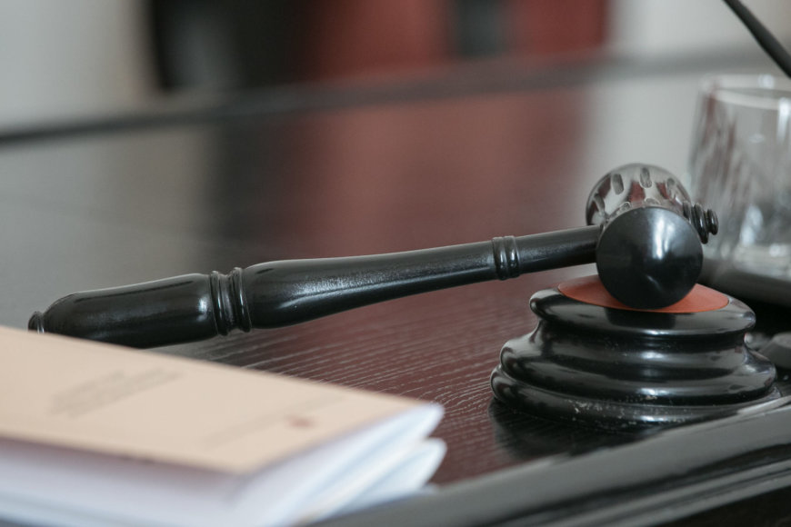 Konstitucinis Teismas pradėjo nagrinėti bylą pagal prezidentės prašymą ištirti Vyriausybės nutarimą