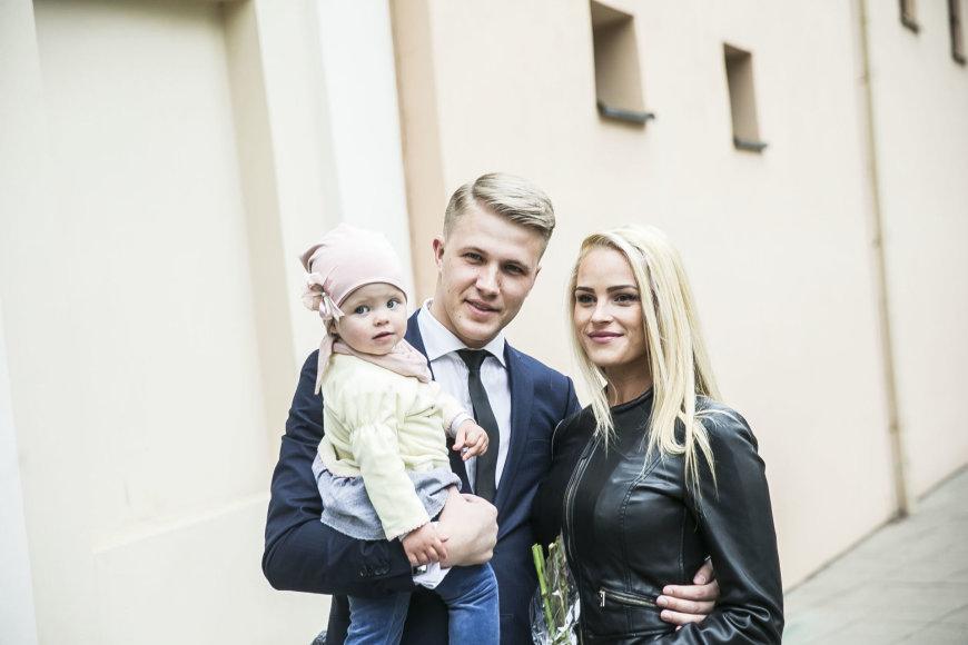 Viganto Ovadnevo/Žmonės.lt nuotr./Paulius Bagdanavičius su žmona Lina ir dukra Paulina