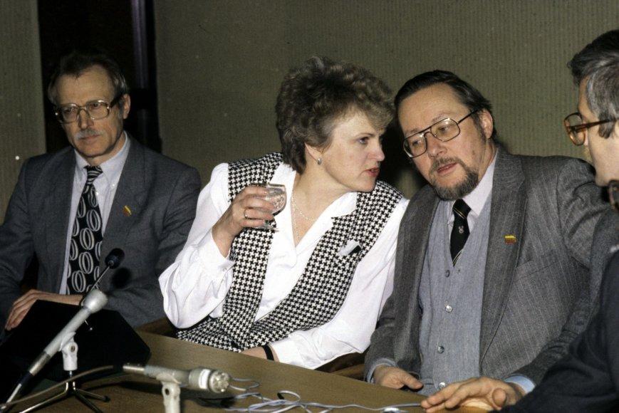 Kazimiera Prunskienė kalbasi su Vytautu Landsbergiu