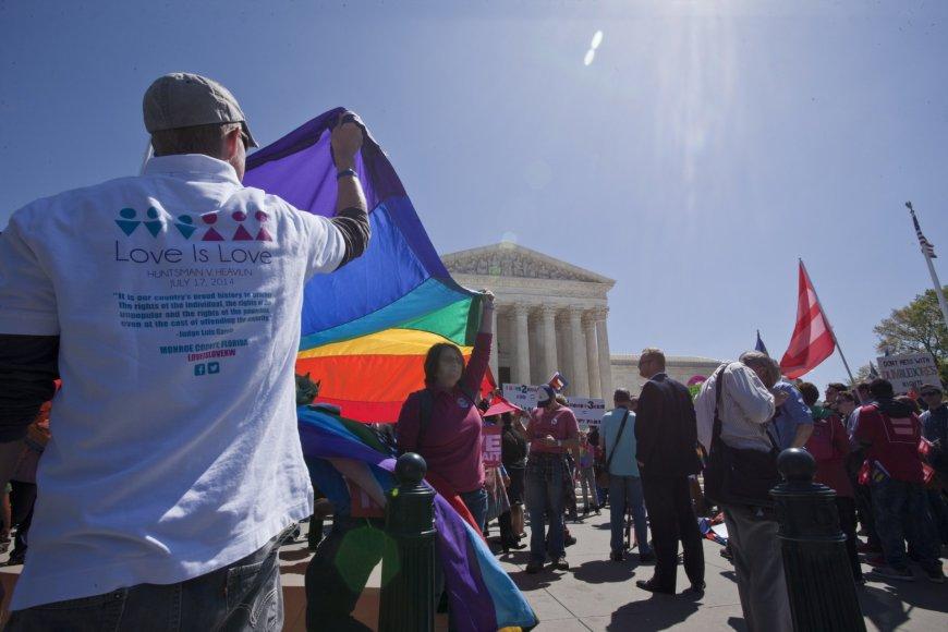 JAV Aukščiausiajame Teisme sprendžiamas tos pačios lyties asmenų santuokų klausimas.