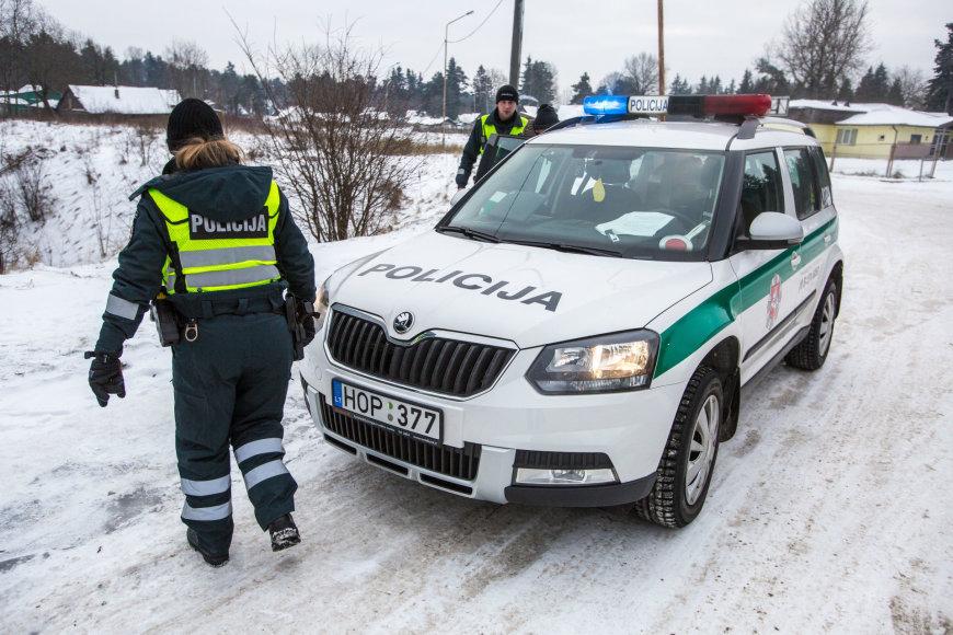 Policija konfiskuoja bėglio automobilį