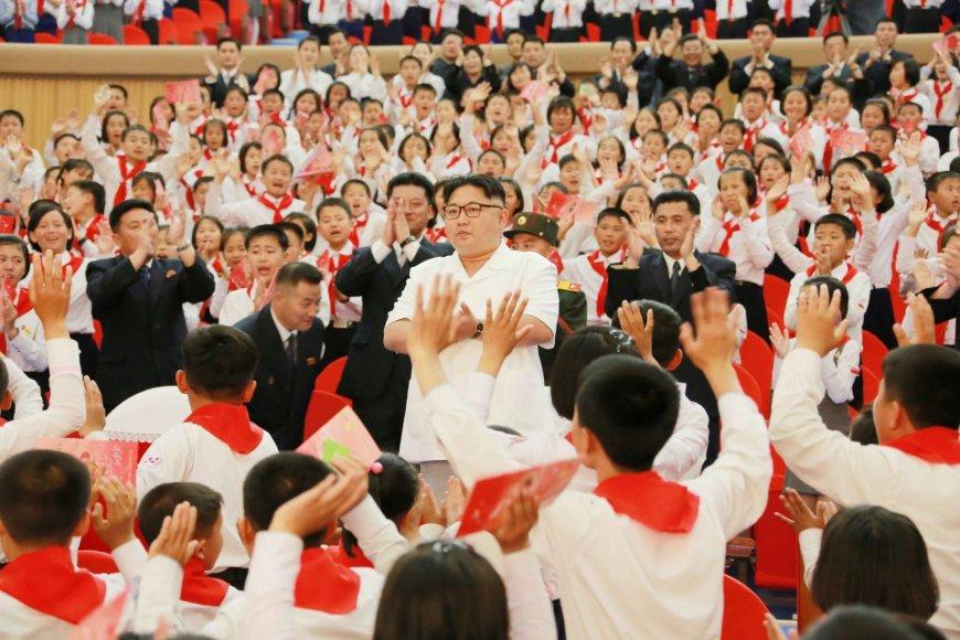 """Šiaurės Korėjoje kaip ir kasmet rengiamas renginys – """"Esame laimingiausi pasaulyje"""""""