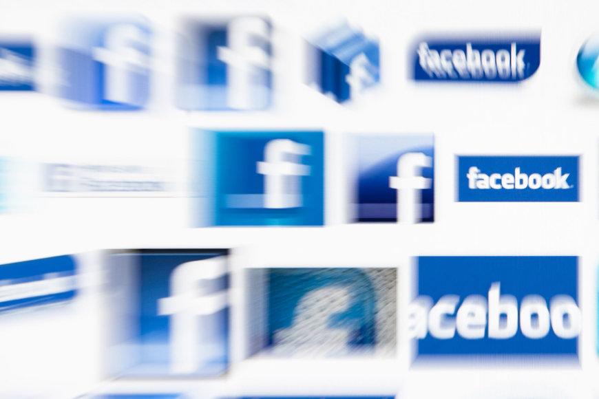 """""""Facebook"""" leidžia tinkle plisti įvairiausioms klastotėms, o JAV rinkėjai jomis patiki"""